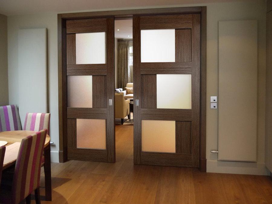 Раздвижные двери из МДФ со вставками из стекла