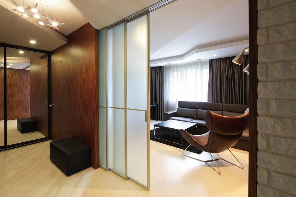 Матовые стекла на раздвижных дверях каскадного типа