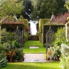 сад в частном доме виды декора