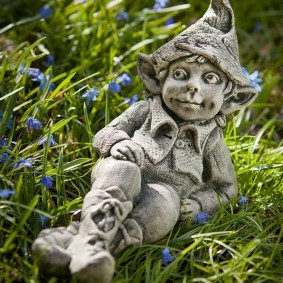 садовая фигура гном идеи декор