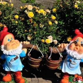 садовая фигура гном виды фото