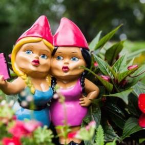 садовая фигура гномы девочки