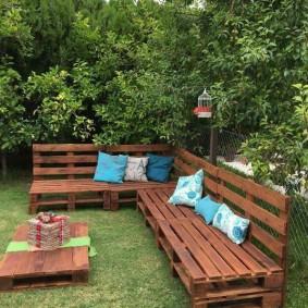 садовая мебель из дерева и металла оформление