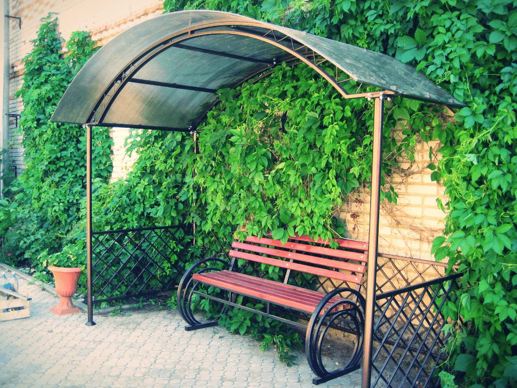 садовая скамейка с навесом