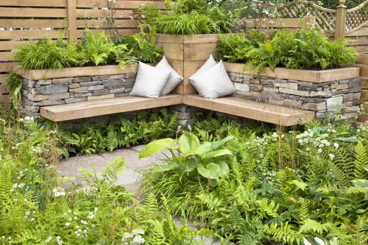 садовая скамья из камня