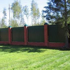 секционный забор для дачи фото оформления