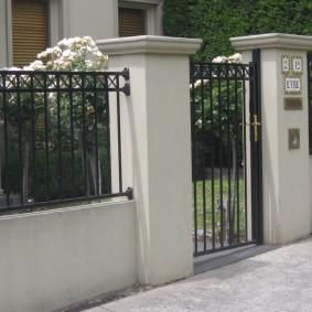 секционный забор для дачи варианты дизайна