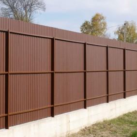 секционный забор для дачи из профлиста
