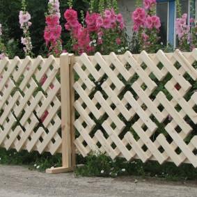 секционный забор из дерева фото