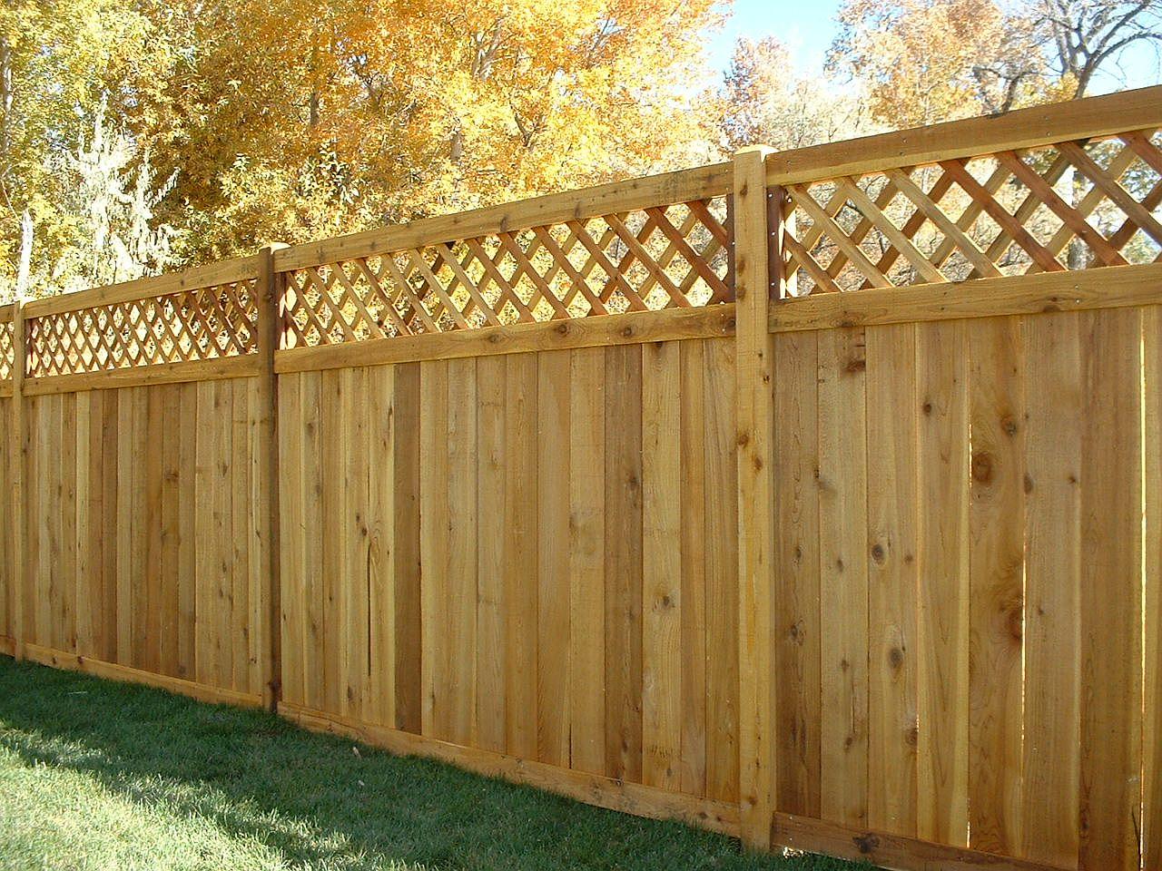секционный забор из дерева фото идеи