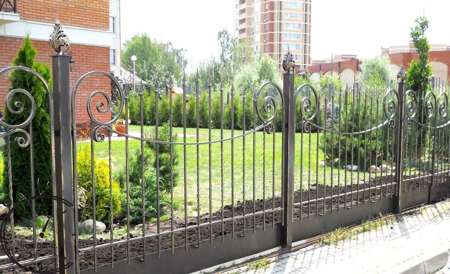 секционный забор ковано-сварной дизайн фото