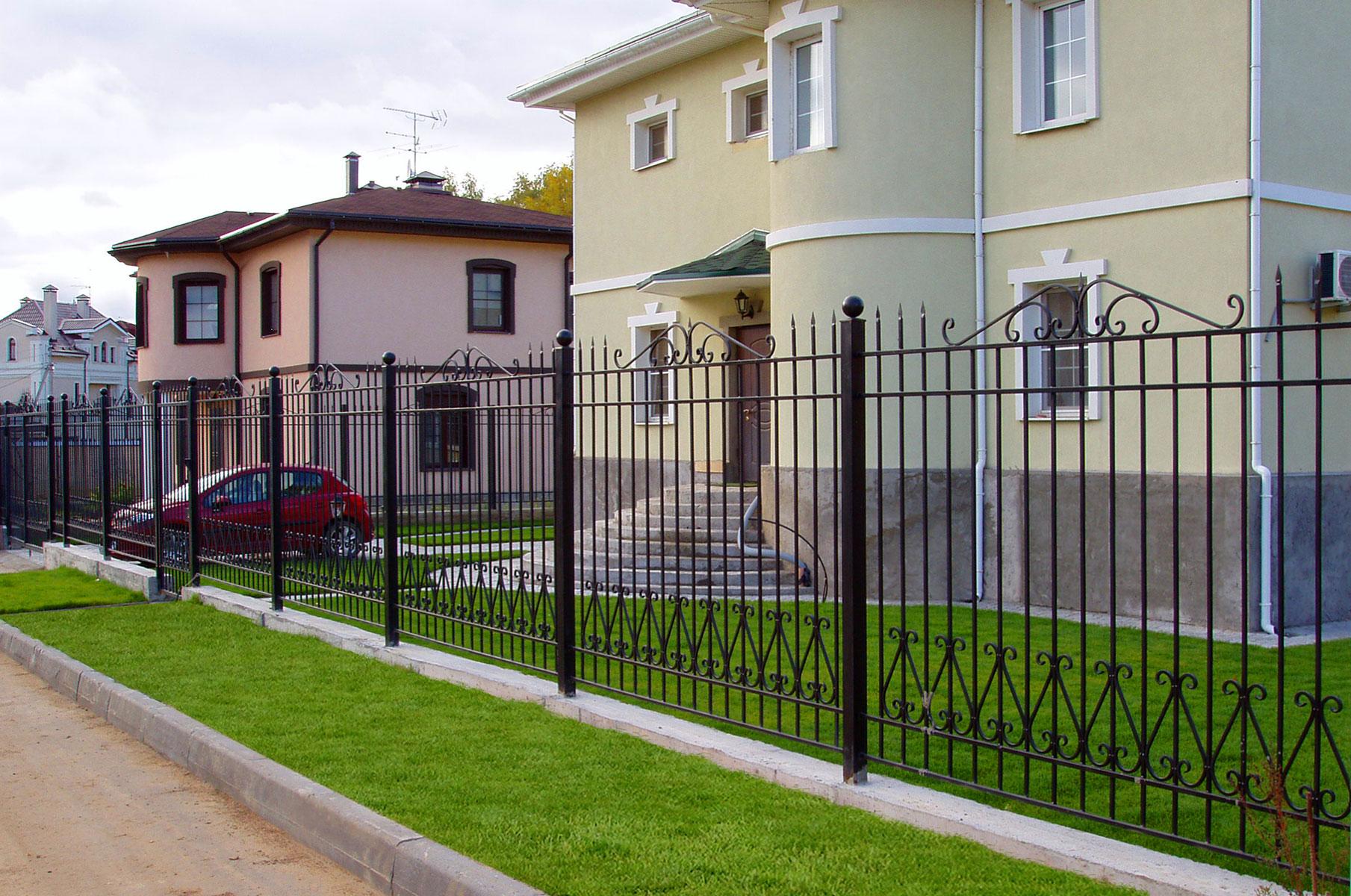 секционный забор металлический фото