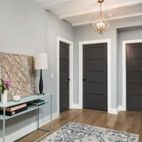 серо коричневые двери