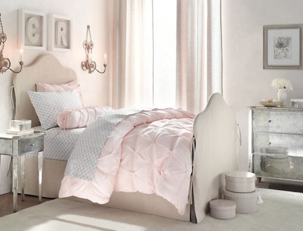 серо розовая спальня классика