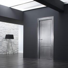 серые двери фото