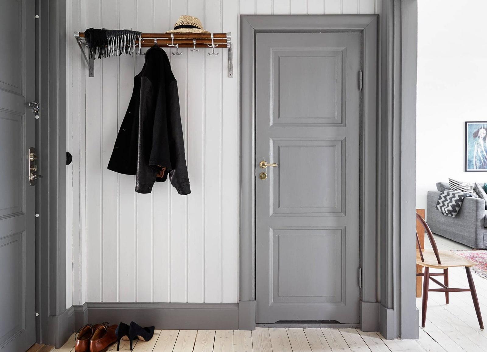 серые двери в интерьере прихожей