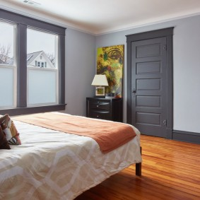 серые двери в квартире интерьер идеи