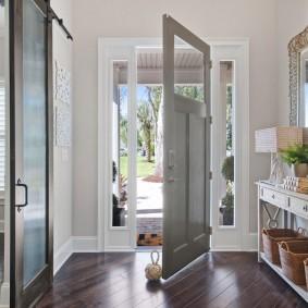 серые двери в квартире идеи