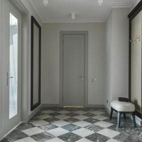 серые двери в квартире прихожая