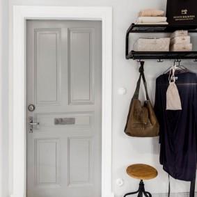 светло серые двери в квартире