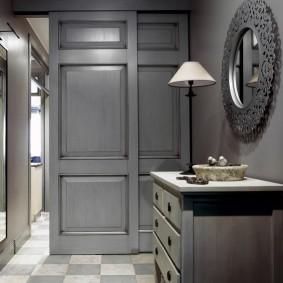 темно серые двери в квартире