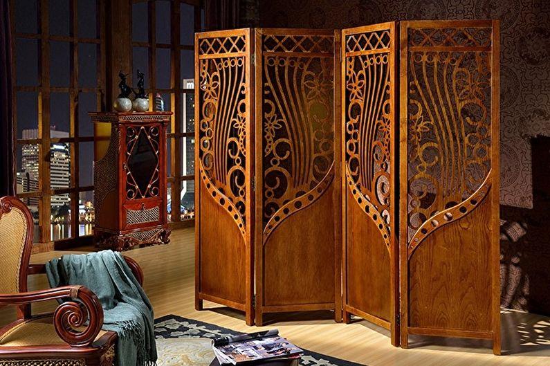 Складная ширма из массива дерева в интерьере зала