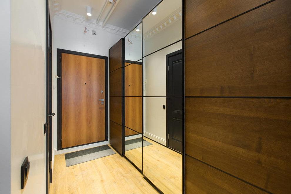 Комбинированные дверцы на шкафу-купе