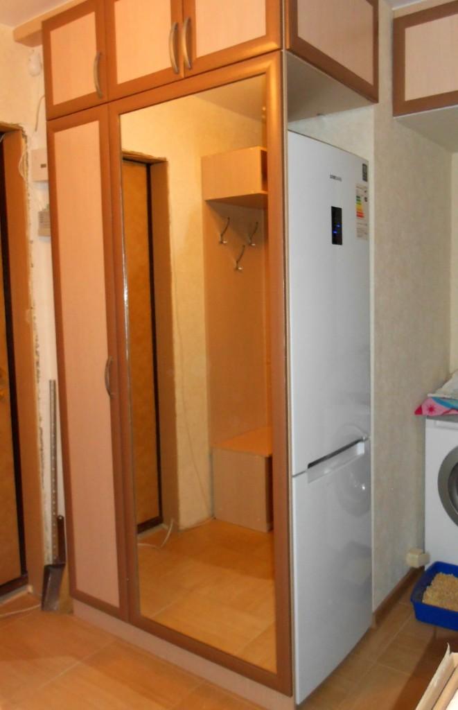 Шкаф на заказ для холодильника в коридоре