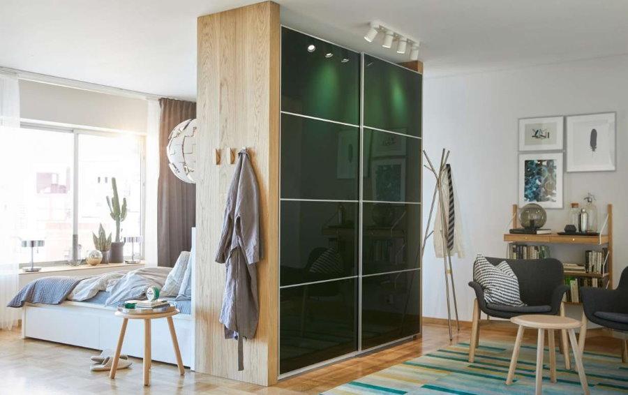 Шкаф-купе между спальней и гостиной комнатой