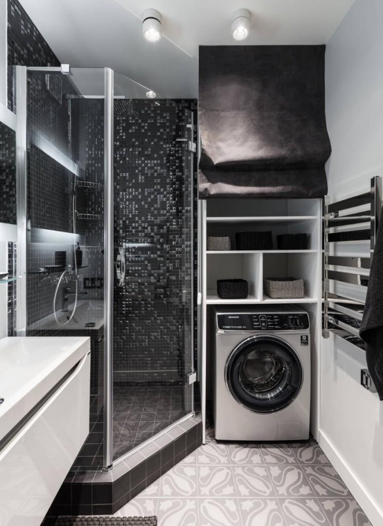 Шторка над стиральной машинкой в ванной с душевой кабиной