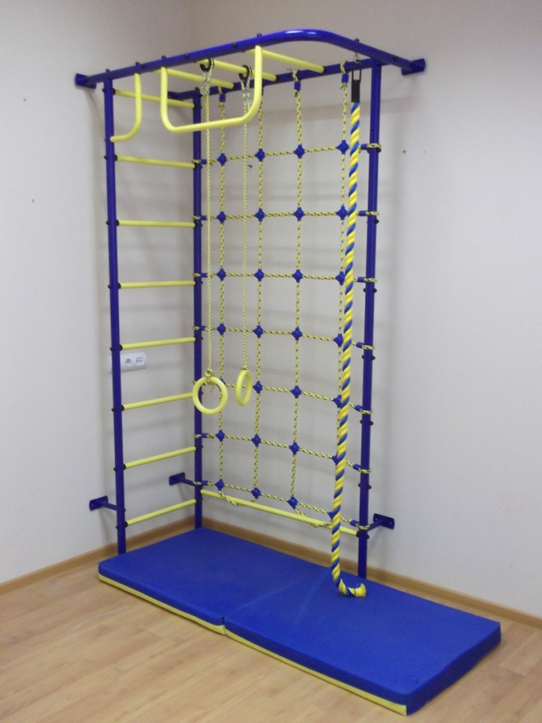 Металлическая спортивная стенка для закрепления в углу детской