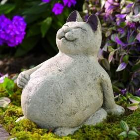 скульптуры для сада коты