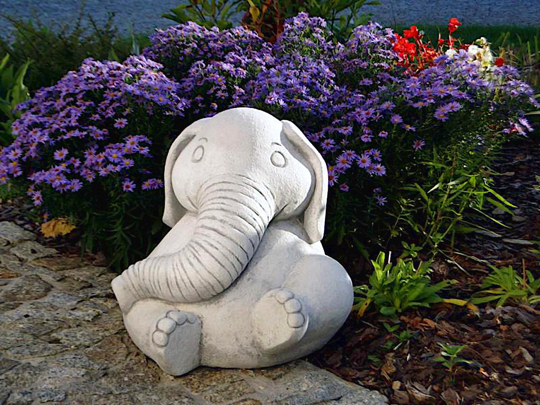 скульптуры для сада слоник