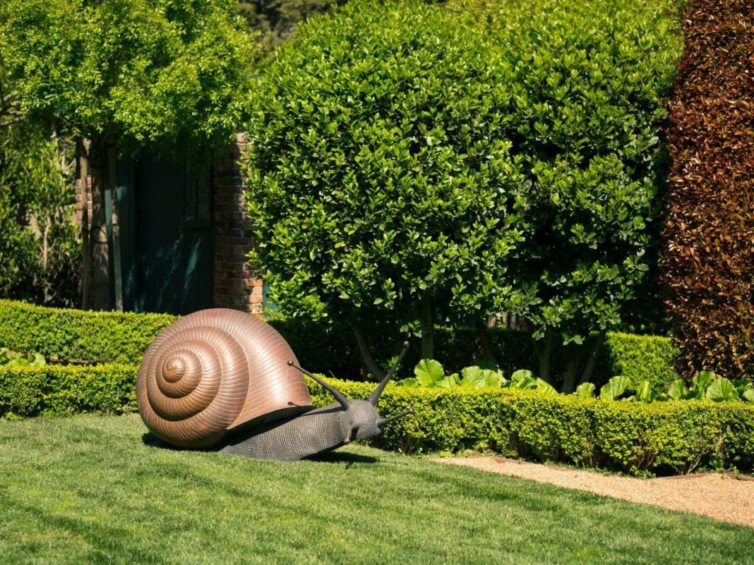 скульптуры для сада улитка