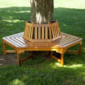 современная садовая скамья вокруг дерева