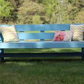 современная садовая скамья голубая
