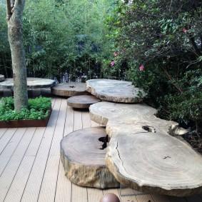 современная садовая скамья из спилов