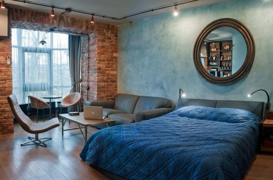 Кирпичная стена между спальней и балконом