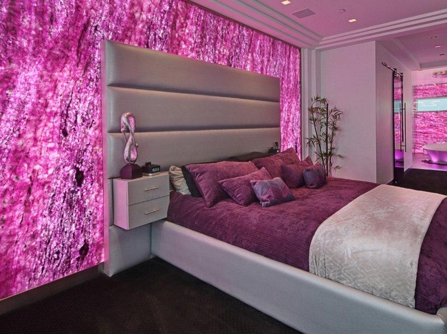 розовые обои в спальне фото можем смело