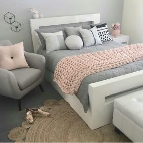 спальня в серо розовых тонах оформление