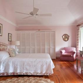 спальня в серо розовых тонах дизайн фото