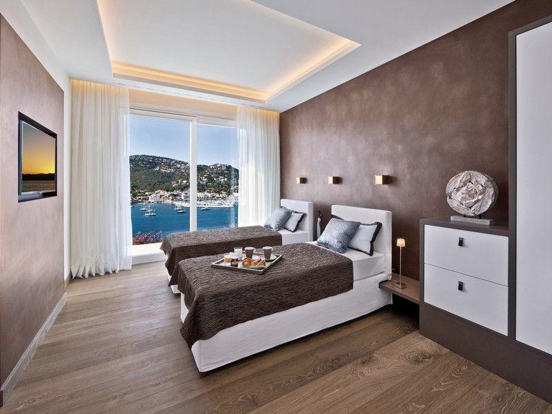 спальня в бело коричневых тонах фото вид драконов