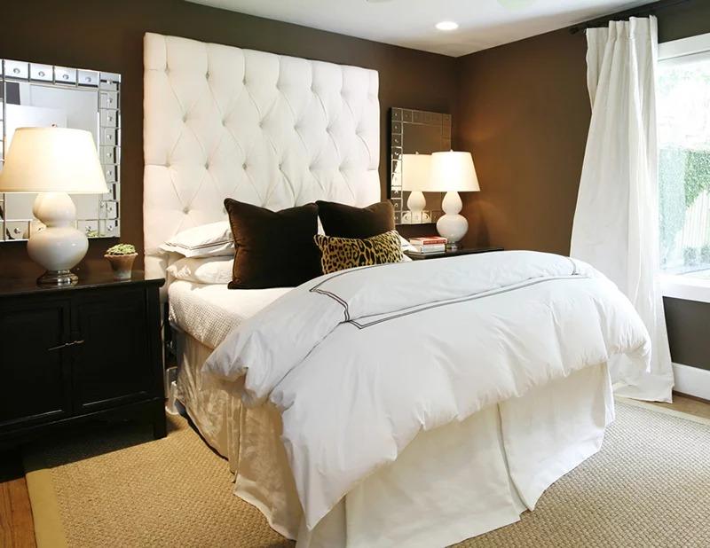 спальня в шоколадных тонах с белым фото