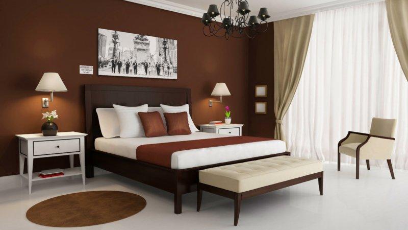 спальня в шоколадных тонах с бежевыми шторами