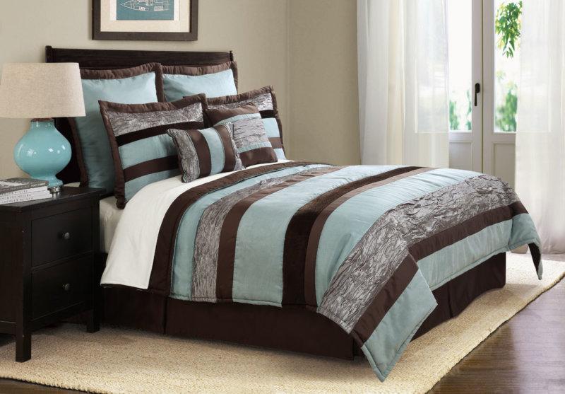 спальня в шоколадных тонах с голубым