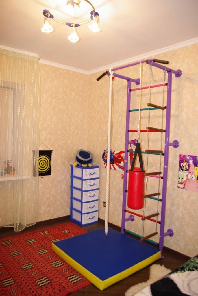 Спортстенка с креплением на стене детской комнаты