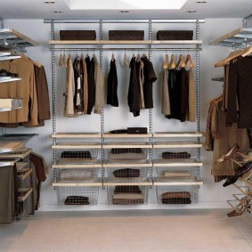 стеллажи для гардеробной комнаты фото декор