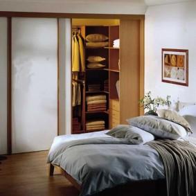 стеллажи для гардеробной комнаты фото интерьер