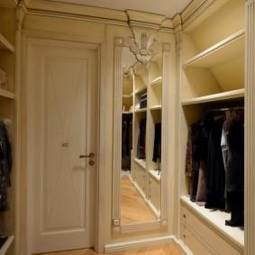 стеллажи для гардеробной комнаты оформление