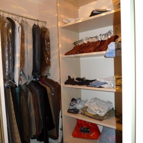 стеллажи для гардеробной комнаты идеи вариантов